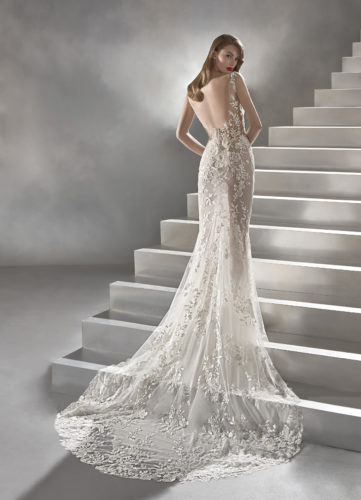 Pronovias Calas, wedding dress, lace wedding dress, fitted wedding dress
