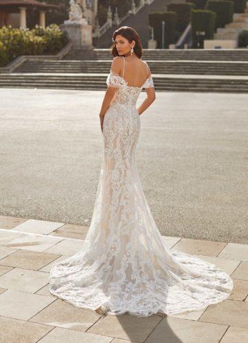Pronovias Joanne, wedding dress, pronovias wedding dress, fitted wedding dress, lace wedding dress