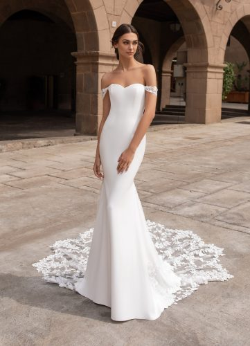 Pronovias Syrinx wedding dress - Available now at Rachel Ash Bridal boutique in Atherstone, Warwickshire