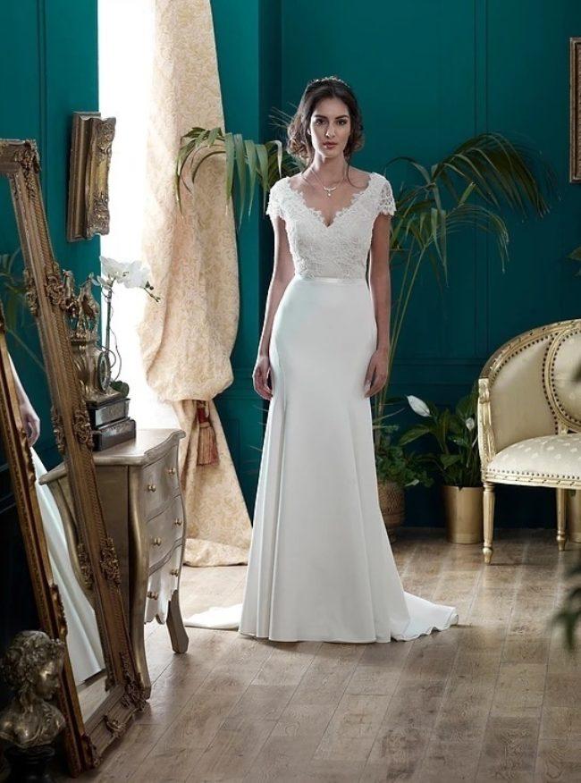 Nicola Anne Blenheim, wedding dress, fitted wedding dress, vintage wedding dress, lace wedding dress, crepe wedding dress