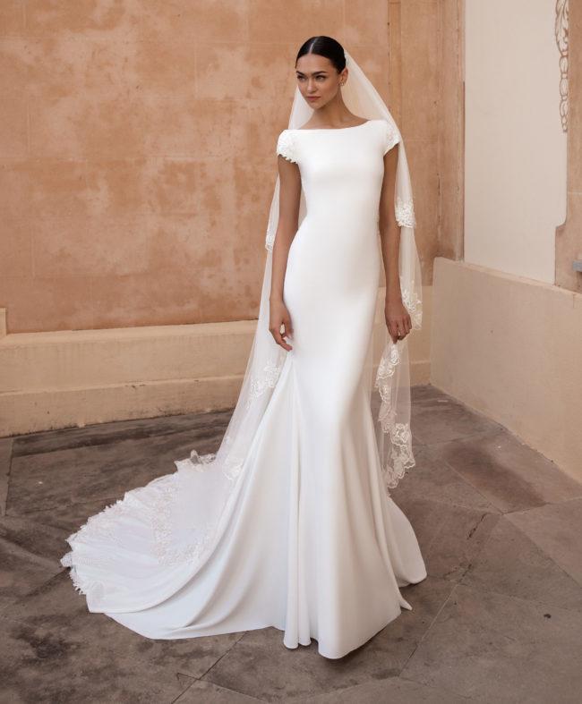 Pronovias Anitra, wedding dress, crepe wedding dress, fitted wedding dress