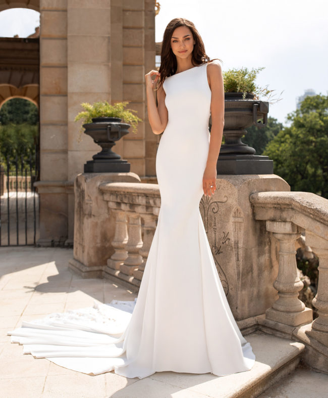 Pronovias Enol, wedding dress, crepe wedding dress, plain wedding dress, fitted wedding dress, pronovias wedding dress