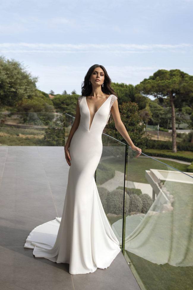 Pronovias Penelope, wedding dress, fitted wedding dress, crepe wedding dress
