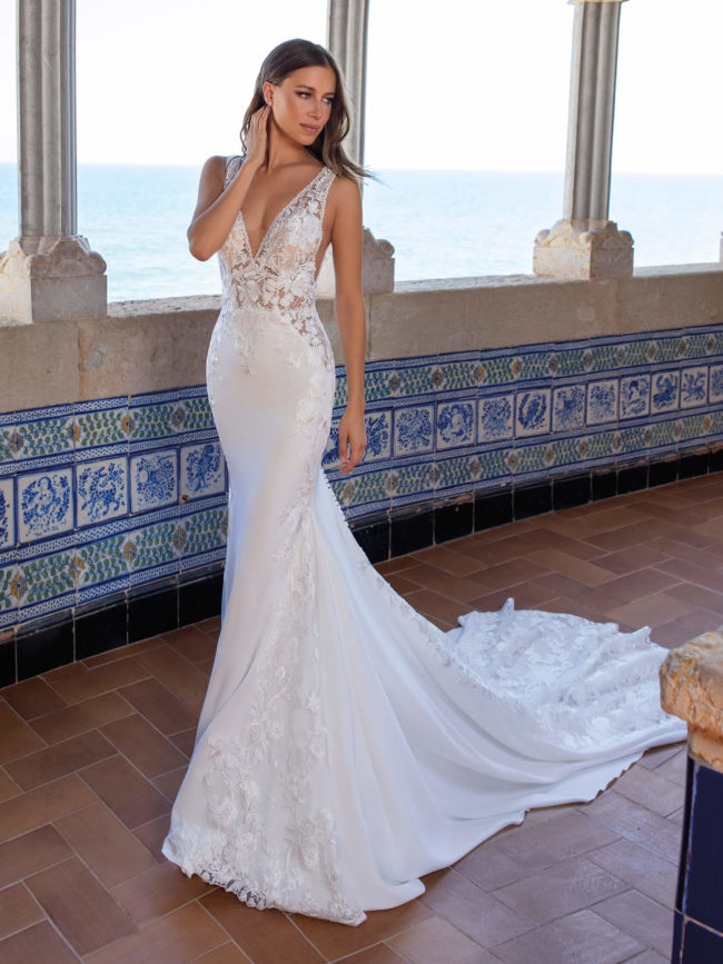 Pronovias SE06, wedding dress, fitted crepe and lace wedding dress