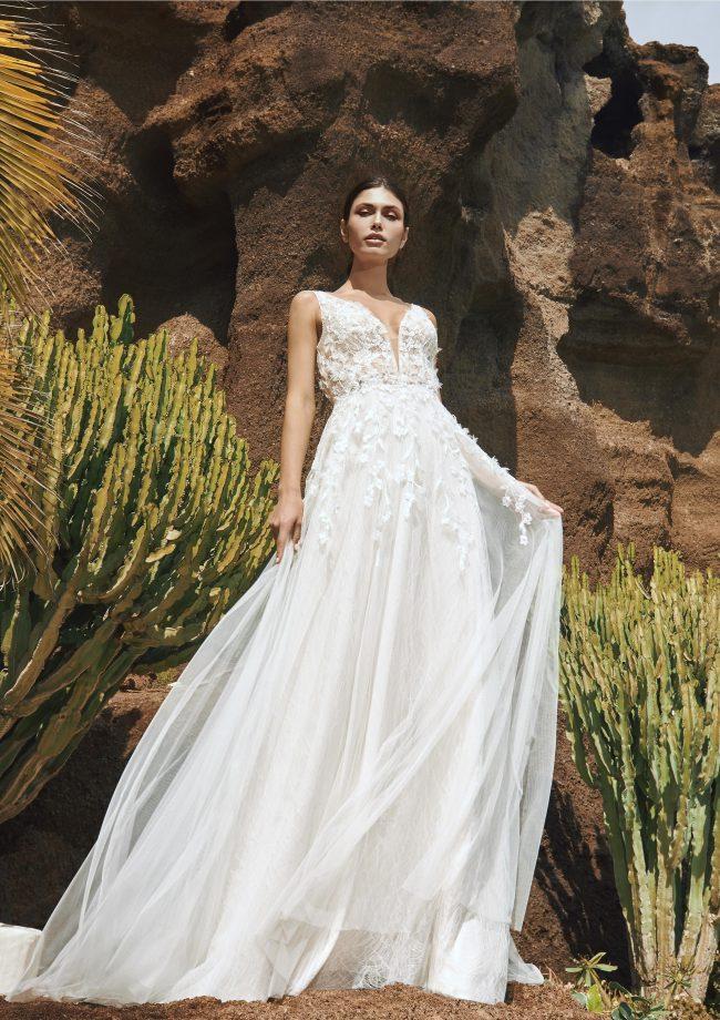Pronovias Vik wedding dress - Available at Rachel Ash Bridal boutique in Atherstone, Warwickshire